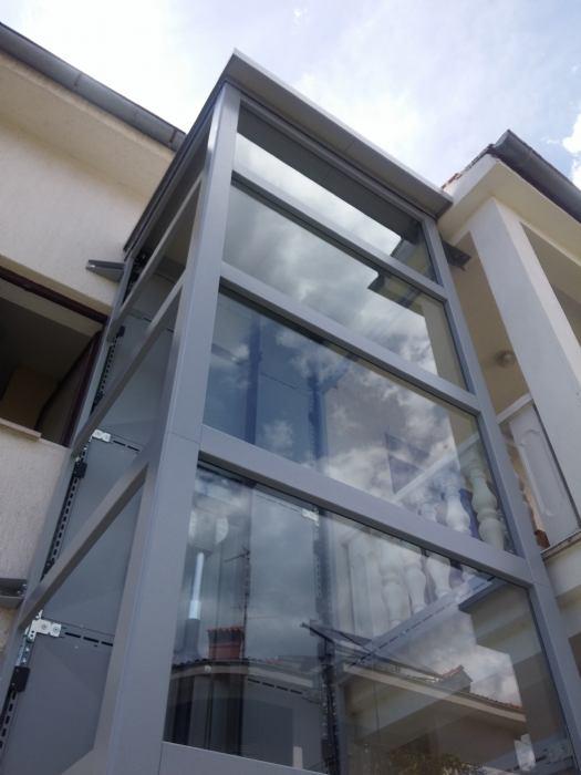 Ugrađena dva panoramska mini dizala